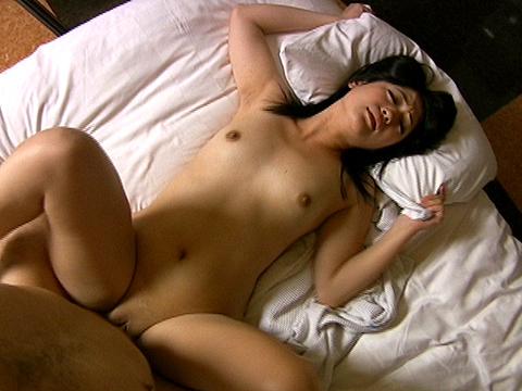 黒髪パイパン女子大生が電マとペニスで昇天性交なみ 無修正画像08