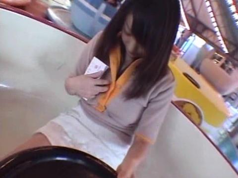 僕の彼女はドスケベなんです ローターをつけながら遊園地デート 無修正画像04