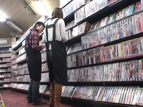 とあるレンタルビデオ店での監視カメラが見た事実 Vol.3 無修正画像01
