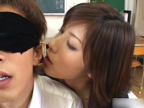 ナース服で患者のチンコを触診する淫乱看護師 Vol.2 無修正画像01