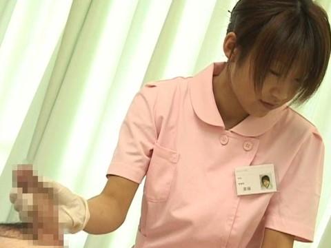 入院中は色々と欲求不満になるから看護婦さんにチンポ見せつけて抜いてもらえるか検証 Part.1 無修正画像04