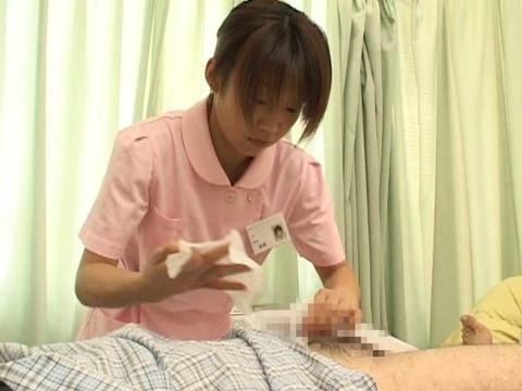 入院中は色々と欲求不満になるから看護婦さんにチンポ見せつけて抜いてもらえるか検証 Part.1 無修正画像06