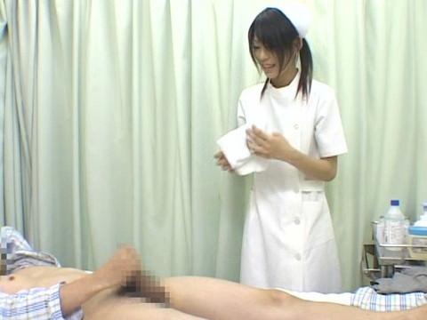 入院中は色々と欲求不満になるから看護婦さんにチンポ見せつけて抜いてもらえるか検証 Part.2 無修正画像04