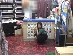 女性だけの遅番があるレンタルビデオ店で隠しカメラに映った衝撃のレイプ映像集 Vol.1