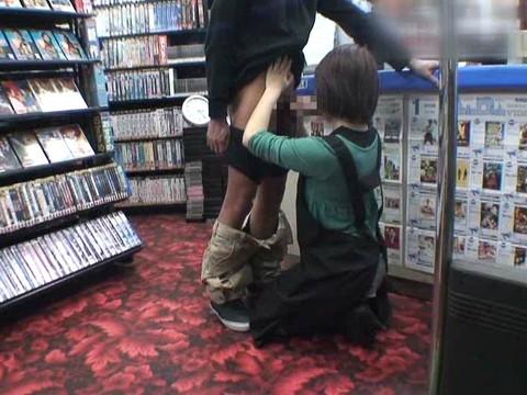 女性だけの遅番があるレンタルビデオ店で隠しカメラに映った衝撃のレイプ映像集 Vol.1 無修正画像06