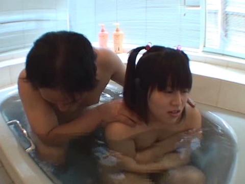 幼い姪っ子と一緒にお風呂に入ってロリボディを堪能してハメたり小さなお口でフェラさせたり part.1 無修正画像03