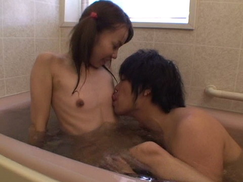 幼い姪っ子と一緒にお風呂に入ってロリボディを堪能してハメたり小さなお口でフェラさせたり part.2 無修正画像04