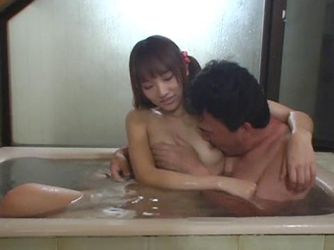 幼い姪っ子と一緒にお風呂に入ってロリボディを堪能してハメたり小さなお口でフェラさせたり part.4 無修正画像02