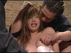女子高生ギャルの梨花が男達のチ●ポを無理矢理咥えさせられ輪姦で泣き喚く